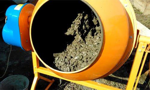 На фото бетон – оптимальный выбор для строительства отмостки