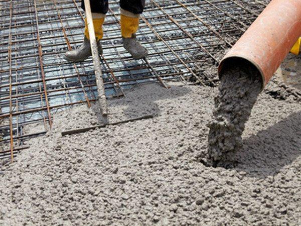На фото демонстрируется применение бетона для монолитной плиты.