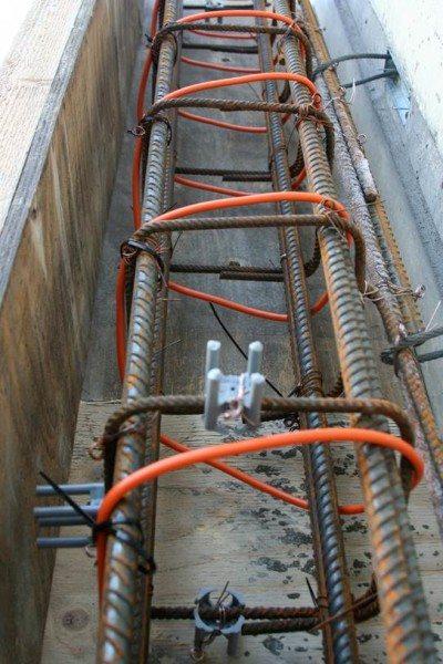 На фото греющий кабель, заложенный в опалубку