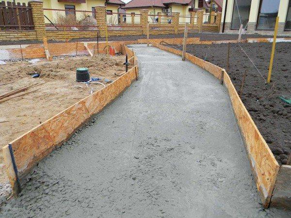 На фото показан пример использования тощего бетона.