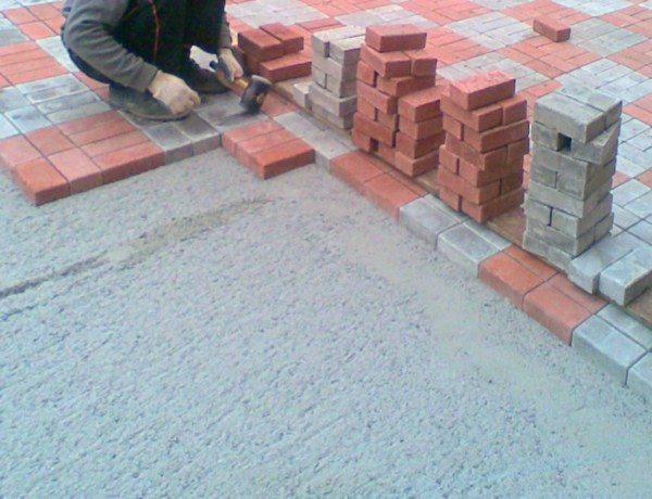 На фото представлен монтаж на бетонное основание.