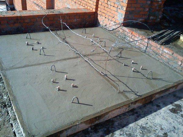На фото: создание системы подогрева требует определенных затрат материалов и проведения ряда работ