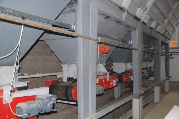 На фото: все емкости, предназначенные для хранения компонентов смеси, должны располагаться в помещении, так вы избежите их замерзания