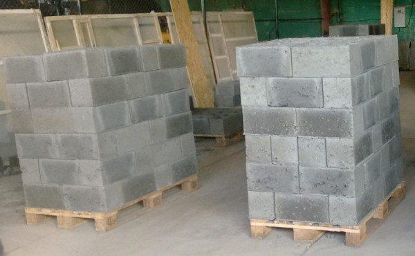 На производствах создаются оптимальные условия для высыхания блоков и набора ими максимальных прочностных характеристик