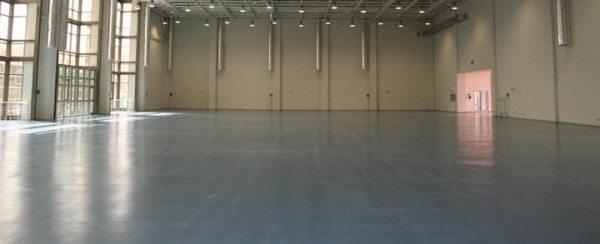 Наливной пол из полимерцементного бетона.