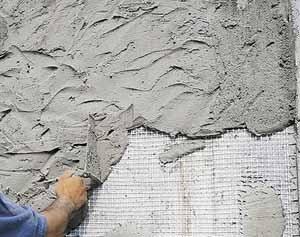 Нанесение раствора ручным методом на поверхность армированную сеткой