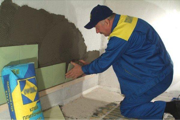 Нанесение специальных пропиток уместно перед проведением монтажа плитки