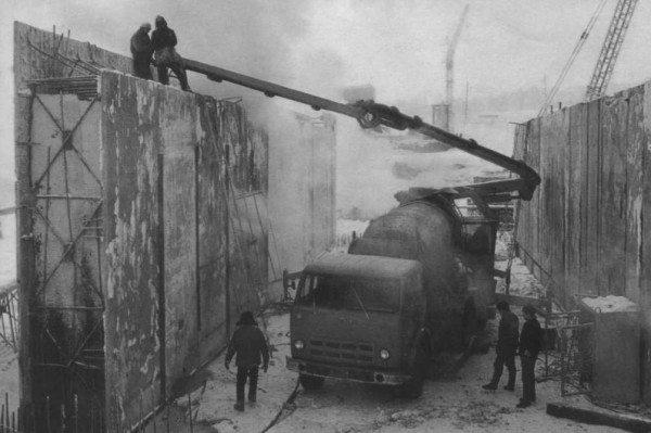Не думайте, что бетононасос – это новшество современного строительного мира, уже в советское время использовалось подобное оборудование