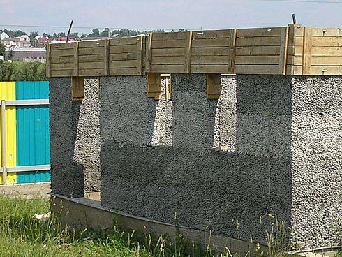 Несущие стены, отлитые из полистиролбетона