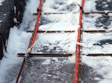 Низкая температура делает оболочку жилы менее эластичной и склонной к излому