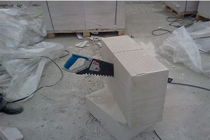 Ножовка с победитовыми напайками отлично режет ячеистый бетон