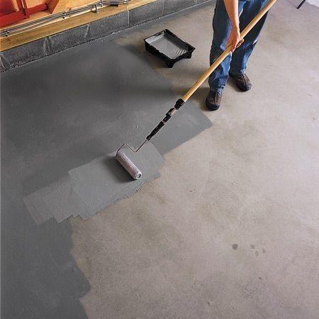 Обеспыливание бетона проникающим грунтом и поролоновым валиком