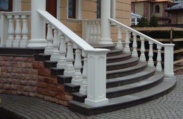 Облицованная бетонная лестница.