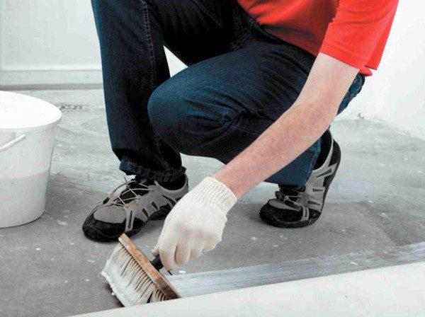 Обработка пропиткой или что делать если пылит бетонный пол