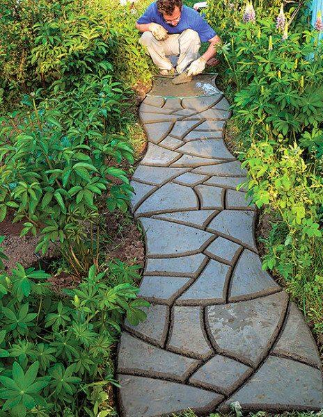 Оригинальная садовая дорожка из бетона своими руками