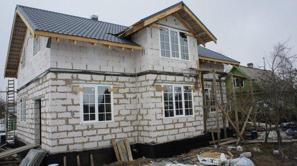 Особая структура строительного материала во многом определяет его эксплуатационные свойства