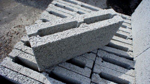 Перегородочный камень отличает не состав материала его изготовления, а конкретная форма и габариты