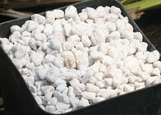 Перлит относится к материалам с отличными теплоизоляционными и шумоизоляционными показателями