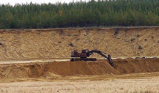 Песчаный карьер – место добычи заполнителей для бетона.