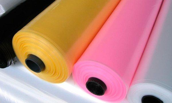 Пленка к тому же предлагает несколько цветовых решений, которые влияют только на эстетическую сторону вопроса