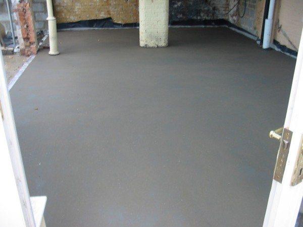 Подсохшая бетонная стяжка