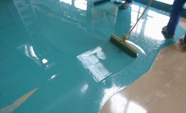 Покрытие бетонного пола в гараже с помощью окрашивания