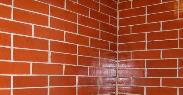 Полимерный раствор подходит не только для бетона, но и для камня (кирпича)