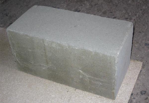 Полнотелые бетоноблоки 40 на 20 на 20 – идеальный вариант для устройства фундамента в малоэтажной застройке