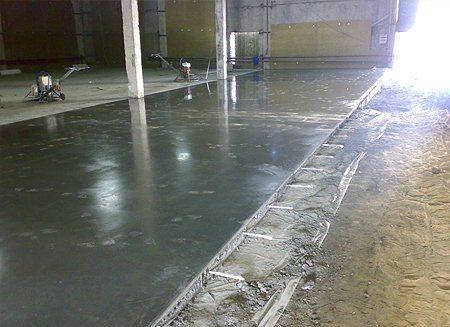 Полы из бетона в промышленном помещении