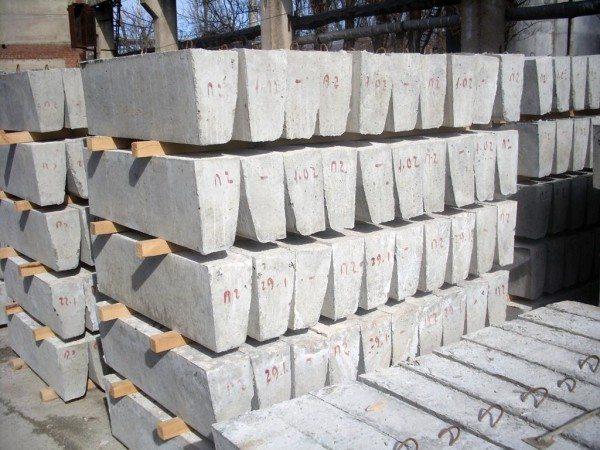 Поребрики производятся большими партиями на бетонных заводах