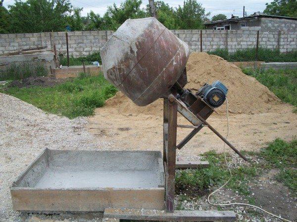 При кустарном приготовлении бетона может пострадать его качество.