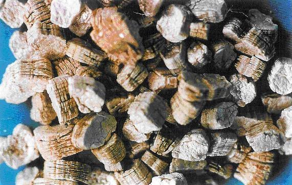 При нагреве вермикулит в несколько раз увеличивается в объеме. Чем сильнее он нагрет, тем ниже итоговая плотность.