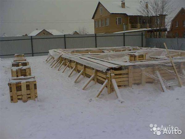 При работе в холодные времена года в состав добавляют присадки, которые повышают температуру замерзания воды, но соль в таких растворах использовать не рекомендуется