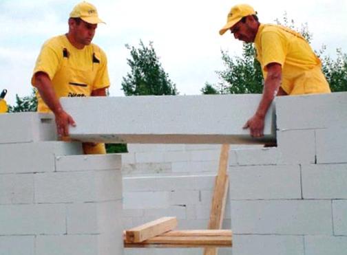 При создании домов из этого материала можно использовать даже специальные перемычки и друге элементы монтажа из него же