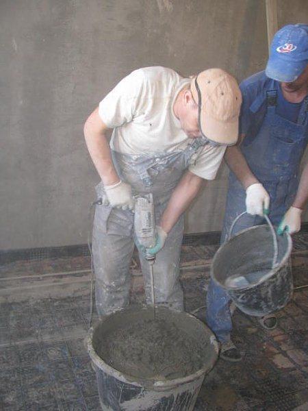 При создании состава можно использовать только дрель и специальную насадку, отказавшись от больших бетономешалок