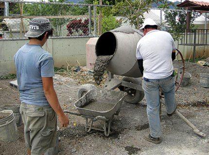 Приготовление бетона в бетономешалке в домашних условиях