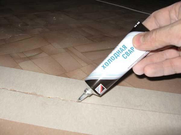 Как правильно уложить линолеум на бетонный пол