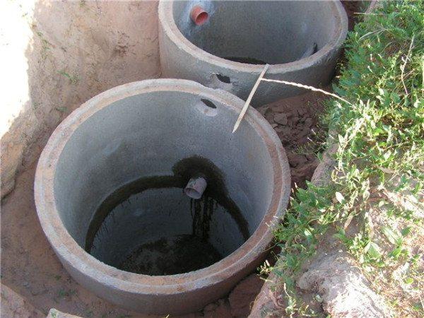 Пример самостоятельно устроенной канализации на дачном участке с использованием бетонных колец
