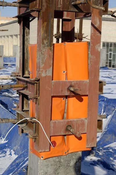 Прогрев матами бетонной колонны.
