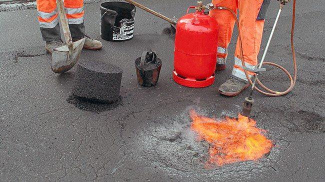 Прогрев области ремонта с использованием специальной газовой горелки