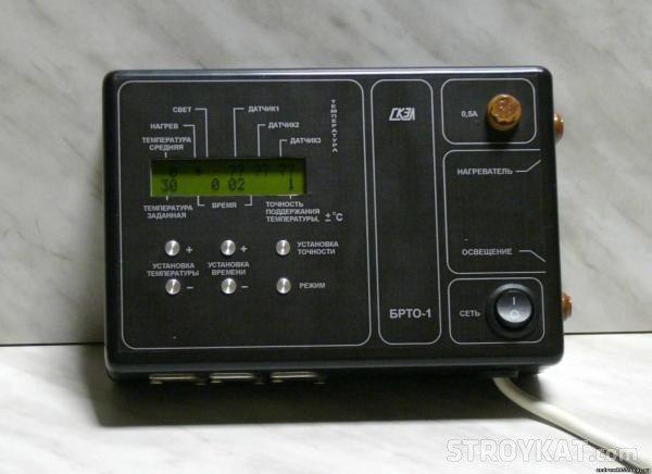 Промышленные устройства не только измеряют температуру, но сразу могут регулировать уровень нагрева, поскольку связаны с соответствующим оборудованием