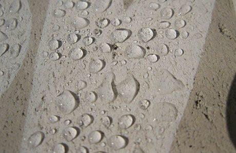 Пропитки придают поверхности бетона гидрофобные свойства.