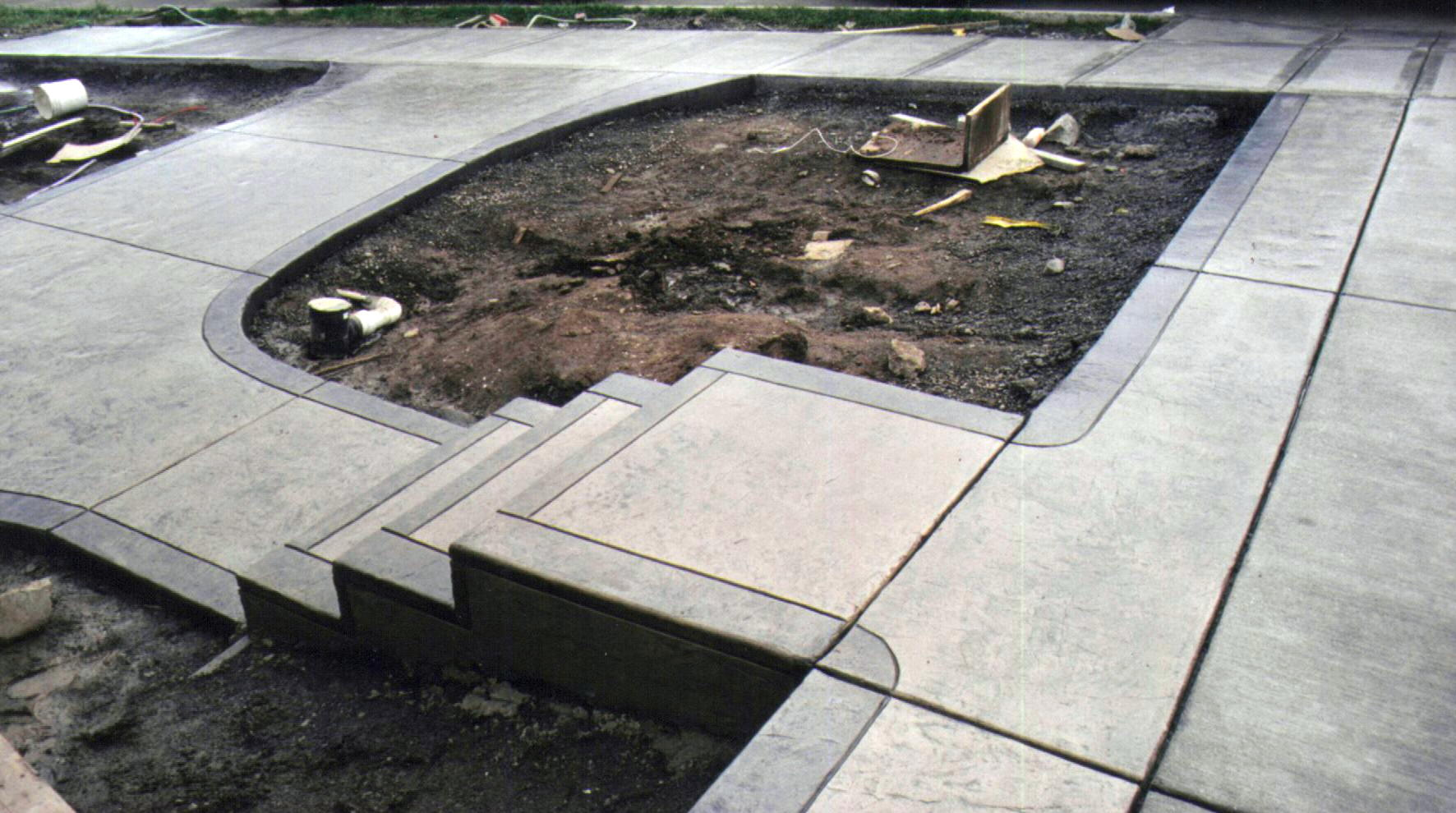 Устройство дорожек из бетона на даче