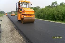 Процесс изготовления тротуаров практически ничем не отличается от укладки автомобильных дорог, хотя для него не нужно прилагать такие большие воздействия на поверхность