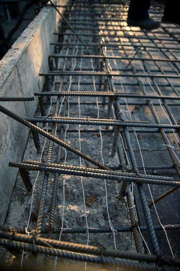 Провода укладываются перед началом бетонирования