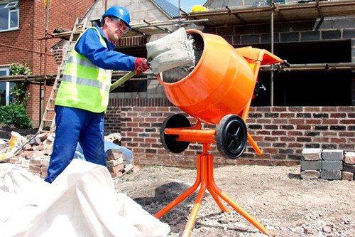 Работа с бетоносмесителем