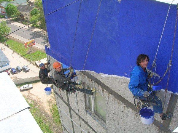 Работы по отделке фасадов здания следует проводить только в теплое время года