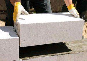 Расход клея гораздо меньше, чем при использовании цементного раствора