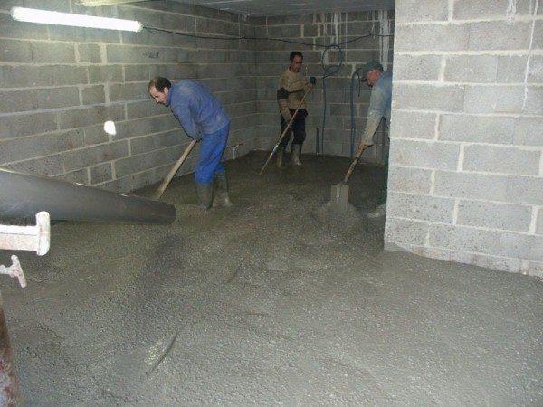 Разравнивание лопатами