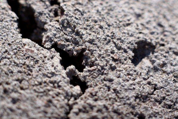 Рыхлое состояние перезимовавшего бетона
